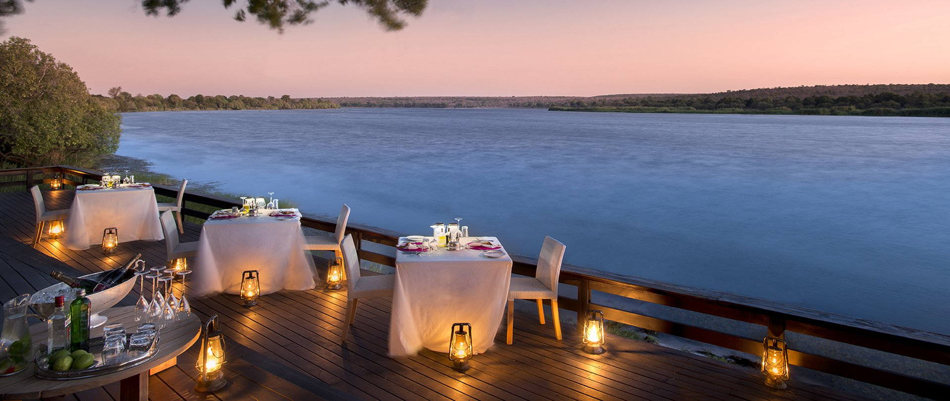 royal-chundu-zambezi-river-lodge-activities-dining-01.jpg